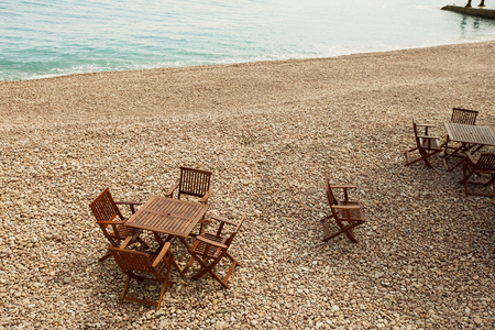 cafe on a pebble beach out of season with out the people Banco de Imagens