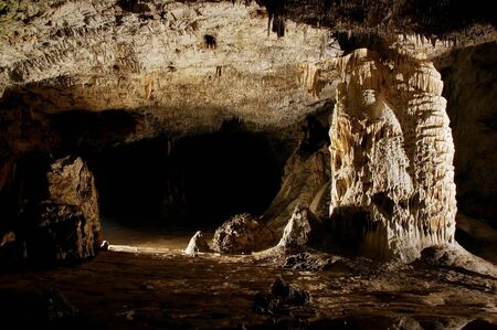 Grot stalactieten en formaties  Stockfoto