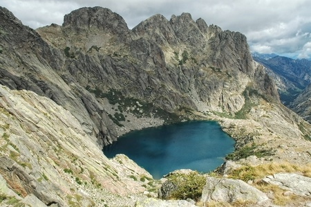 inland: Capitellu lake from GR20 trail, located in Haute-Corse, Inland Corsica mountains, France  Stock Photo