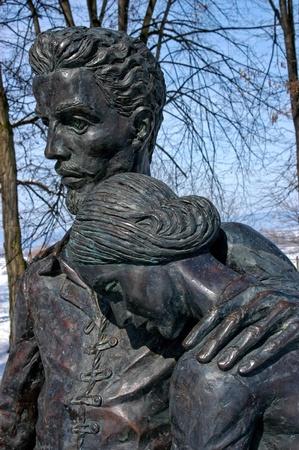 bronz: Brass statue of the famous hungarian poet Petofi Sandor and his love, Szendrey Julia in Coltau (Kolto), Transylvania, Romania Stock Photo