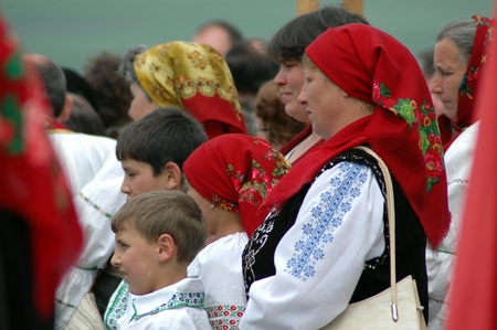 pfingsten: Sumuleu Ciuc, Rum�nien - 29. Mai: Scharen von Pilgern ungarischen versammeln, um das Pfingstfest und die katholische Wallfahrt Tradition zu feiern, 29. Mai 2004 in Sumuleu Ciuc (Cs�ksomly�), Rum�nien