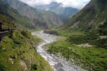 Georgian Military Highway, de Kaukasus bergen, grens tussen Georgië en Rusland