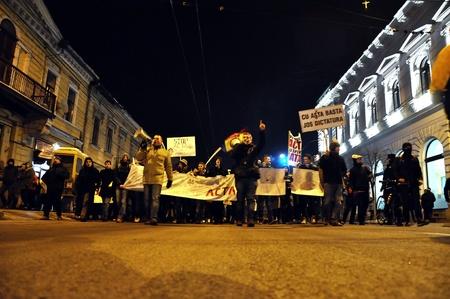 verdrag: CLUJ NAPOCA 11 februari: Honderden mensen protest tegen ACTA, tegen web piraterij verdrag, en de regering in Cluj Napoca, op 11 februari 2012 in Cluj Napoca, Roemenië