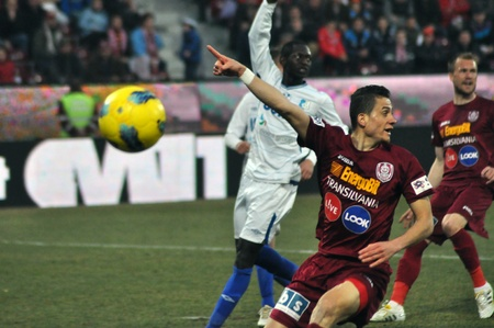 cfr cluj: CLUJ-NAPOCA, ROMANIA – MARCH 17: Ronny Carlos (in red) in action at a Romanian National Championship soccer game CFR Cluj vs. Pandurii Targu Jiu, March 17, 2012 in Cluj-Napoca, Romania Editorial