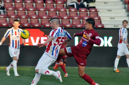 galati: CLUJ-NAPOCA, ROMANIA – MARCH 26: Z. Ljubinkovic (white) and R. Bastos (red) in action at a Romanian National Championship soccer game CFR Cluj vs. Otelul Galati, March 26, 2012 in Cluj-N, Romania