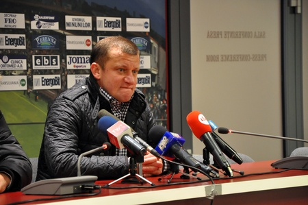 cfr cluj: CLUJ-NAPOCA, ROMANIA – MARCH 26: Coach of FC Otelul Galati, Mr. Dorinel Munteanu during a press conference after a game against CFR Cluj 1907 on March, 2012 in Cluj-N, Romania Editorial
