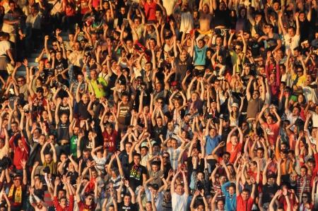 Cluj Napoca, Roemenië 20 mei: FC CFR Cluj team gelukkig supporters, na CFR won de Roemeense kampioenschap tegen Steaua Boekarest op 20 mei 2012 in Cluj Napoca, Roemenië