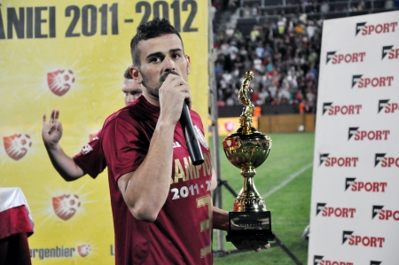 cfr cluj: CLUJ NAPOCA, ROMANIA MAY 20: FC CFR Cluj captain, Ricardo Cadu celebrating the new league title and the victory against FC Steaua Bucharest, final score 1:1 on MAY 20, 2012 in Cluj N, Romania  Editorial