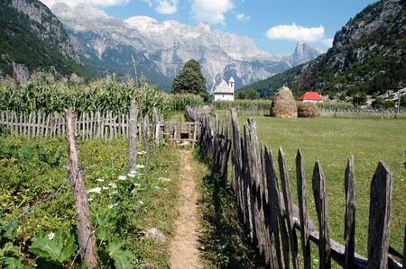 Theth dorp, Prokletije bergen in de Dinarische Alpen, Albanië Stockfoto