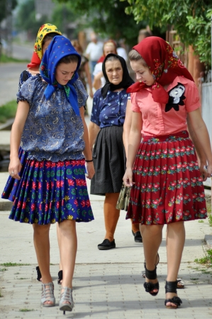 IEUD, ROMANIA - CCA. AUGUST, 2012: Celebration of a traditional Romanian wedding in traditional dresses at the Ieud Village Festival Days, at  August, 2012, in  Ieud, Maramures, Romania Stock Photo - 16377937