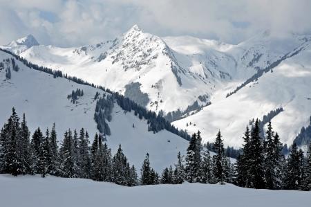 kitzsteinhorn: Snow covered mountains in Tirol, Austrian Alps Stock Photo