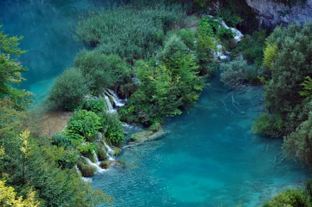 Beautiful turquoise lake in Plitvice National Park, Croatia Stock Photo - 17260494