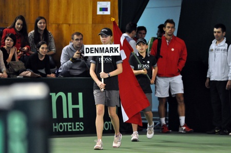 florin: Davis Cup: The beginning of the tennis match, Denmark enter in the playground Editorial