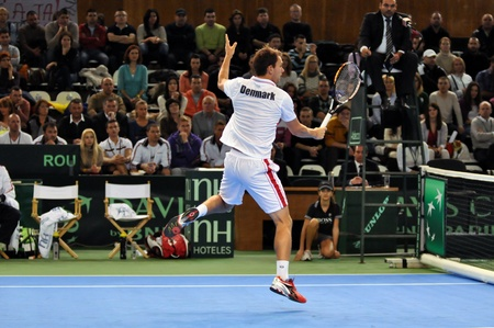 florin: Tennis player Frederik Nielsen in action at a Davis Cup match, Romania beats Denmark with 3:0