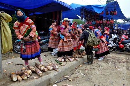 Black Hmong minorty women selling vegetables in Bac Ha market, Vietnam