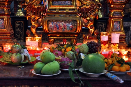 can tho: CAN THO - FEB 17: Unidentified believers offering food and incense sticks for the Gods in the Vietnamese Ong Buddhist temple. On February 17, 2013, in Can Tho, Mekong Delta, Vietnam