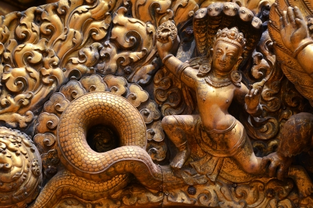 Soulagement d'airain, sculpture de Shiva le destructeur sur l'entrée du Palais Royal Bhaktapur Durbar Square de Katmandou, au Népal Banque d'images - 23708542