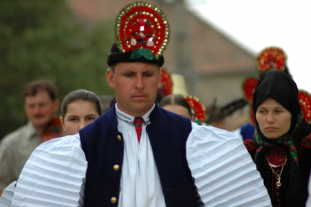 sic: SIC, ROMANIA - CIRCA JUNE, 2004  Celebration of a traditional Hungarian wedding in traditional clothes at the Sic Village Festival Days, at June, 2004, in Sic  Szek , Romania