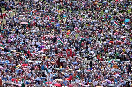 pfingsten: Csiksomlyo, Rum�nien - 7. Juni Massen der ungarischen Pilger versammeln, um das Pfingstfest und die katholische Wallfahrt am 7. Juni 2014 Sumuleu Csiksomlyo Ciuc, Rum�nien feiern