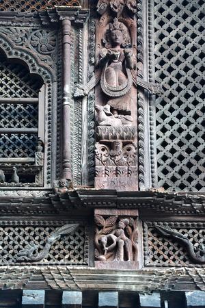 카트만두 -9 월 29 일에 (서) : 에로틱 한 조각 힌두교 사원에 지금 네팔 2015 년 4 월 25 일에 발생한 대규모 지진 후 파괴. 카트만두 네팔에서 9 월 2