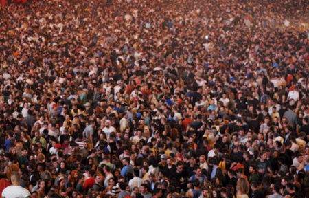 grupos de gente: Borrosa multitud en un concierto Foto de archivo