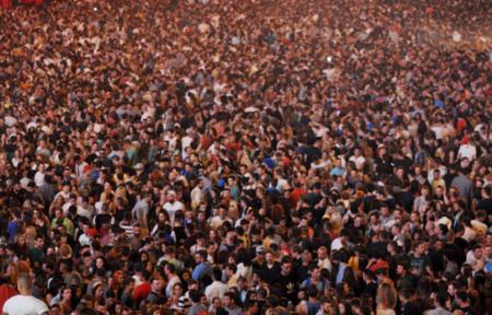 menschenmenge: Unsch�rfe Menschenmenge bei einem Konzert
