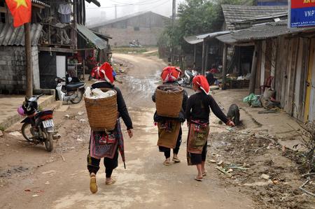 aboriginal woman: SAPA, VIETNAM - FEBRUARY 24, 2013: Unidentified Red Dao Red Yao, Dzao women walking along the village of Ta Phin. They are Chinese minority in Vietnam