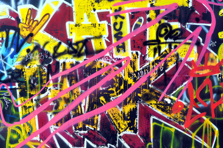 Cluj-Napoca, ROMANIA - 28 FEBBRAIO 2016: Un muro è stata vandalizzata e dipinto con graffiti da giovani pattinatori del Skate Park di Cluj Napoca