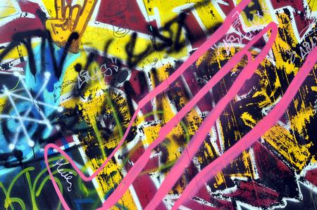 CLUJ-NAPOCA, ROEMENIÃ‹ - 28 februari 2016: Een muur werd vernield en beschilderd met graffiti door jonge skaters in de Skate Park van Cluj Napoca
