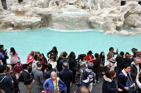 fontana: ROME, ITALY - MARCH 17, 2016: Crowd of tourists visiting and posing in the front of the Trevi fountain (Fontana di Trevi), one of the major sights of Rome Editorial