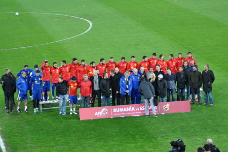 dea: CLUJ-NAPOCA, ROMANIA - MARCH 26, 2016: The National football team of Spain making a group photo on the field, during the warm-up before the Romania-Spain friendly match