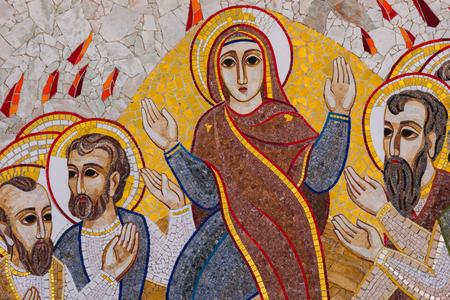 GHARB, GOZO, MALTA - 22 augustus 2017: Het mozaïek van Ta Pinu vertegenwoordigt de 20 stations van het Kruis en is bedoeld om het heiligdom een ??theologische, spirituele en religieuze betekenis te geven