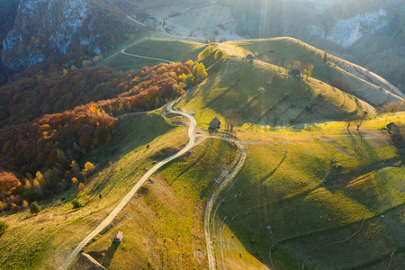 Autumn aerial shot of a ranch, homestead in Apuseni mountains. Drone view of rural place in Transylvania, Romania Banque d'images