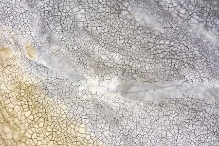 Luftaufnahme des abstrakten Mudcracks-Hintergrunds von der Drohne