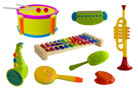 xilofono: instrumentos musicales, juego, niños. trompeta tambor castañuelas saxofón xilófono armónica Foto de archivo