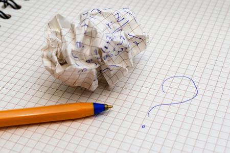 펜 및 crib.es와 학교 노트북 디자인을위한 배경입니다.