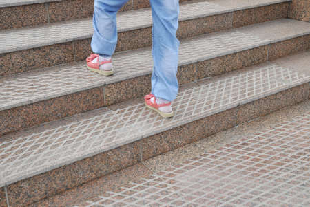 climbing stairs: Salire le scale Child
