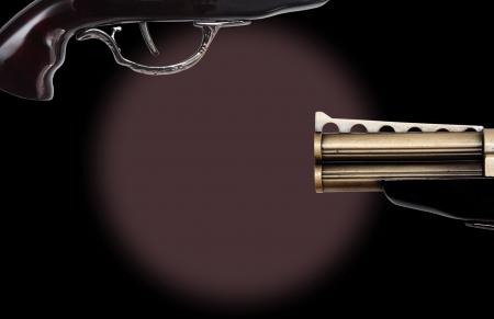 トリガー: コピー スペースと黒の背景のヴィンテージ リボルバー トリガー。「トリガーを引く」アクションを開始するイメージ。