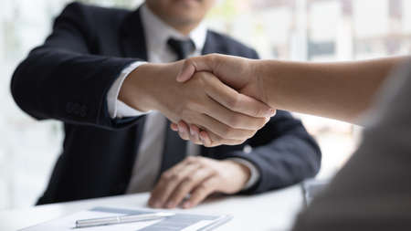 Employer or HR department welcomes new employees, Shaking hands with congratulations or achieving business and income success, selection of new staff representatives, Qualified, Hand shake concept. Banque d'images