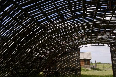 The roof of an old abandoned barn. Imagens