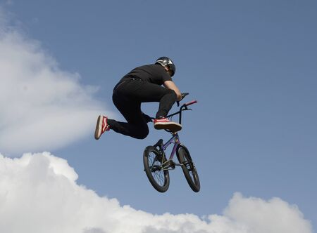 Performance of stunt cyclists on the Day of the city of Chelyabinsk. 写真素材 - 132061444