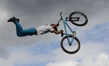 Performance of stunt cyclists on the Day of the city of Chelyabinsk. 写真素材 - 132061502