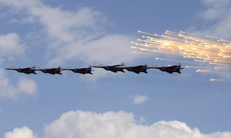Aerobatic team Swifts at an air festival in Chelyabinsk. 報道画像