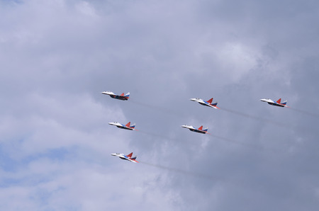 Swifts aerobatic team at an air festival in Chelyabinsk, Russia. 報道画像