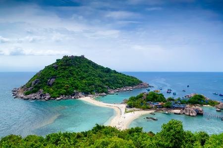 Tropical beach with white sand, fresh turquoise sea, deep blue sky at Kho Nang Yuan (Nang Yuan Island), Thailand. Stock Photo