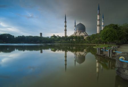 alam: Sultan Salahuddin Abdul Aziz Shah Mosque, Shah Alam