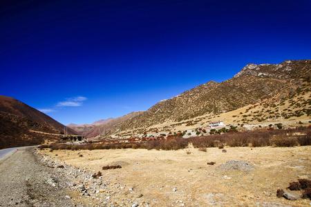 plateau: Plateau scenery in Tibet