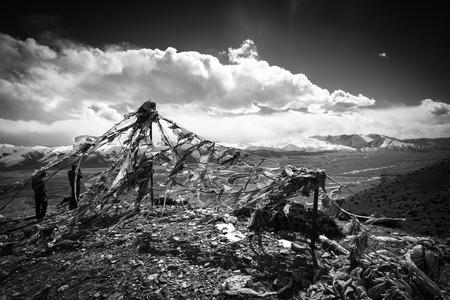 plateau: Snowy plateau at Tibet