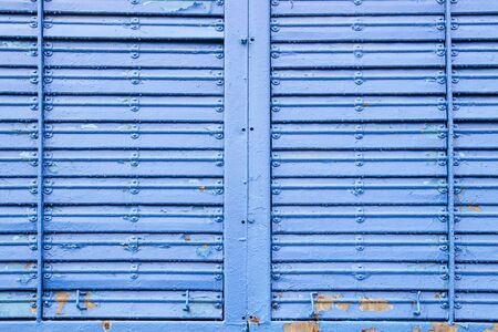 Painted corrugated metal texture. Abstract background painted in blue with metal rivets Standard-Bild