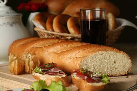 brood gefotografeerd in de studio op tafel